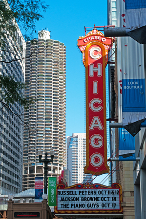 magnificent mile: Chicago Theatre on North State Street, Loop community area, skyline, skyscrapers