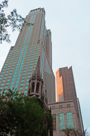 magnificent mile: Fourth Presbyterian Church in the Magnificent Mile neighborhood, Chicago skyline