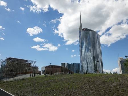 Foundation Riccardo Catella, Unicredit tower and Library of trees, new park in Milan, skyscrapers. April, 30, 2018. Lombardy, Italy Imagens - 109867270