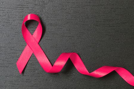 koncepcja opieki zdrowotnej i medycyny. różowa wstążka świadomości raka.