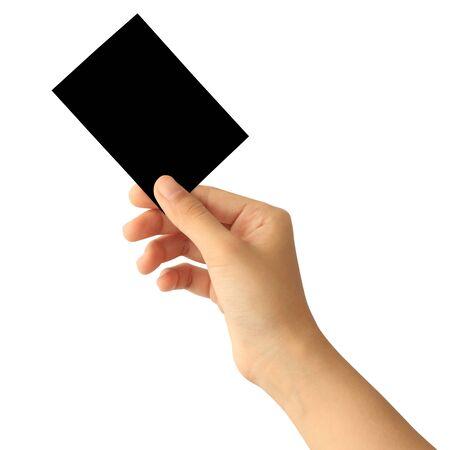 Mano della donna che tiene la carta di carta nera in bianco isolata su fondo bianco Archivio Fotografico