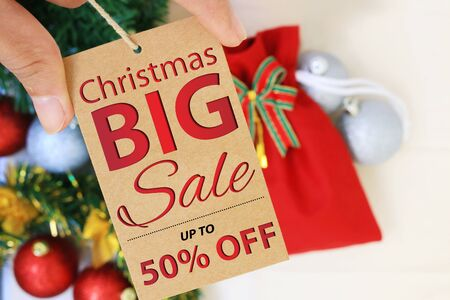 Offers and promotions. Christmas sales tag. Banque d'images