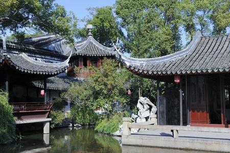Tuisi tuin in Tongli, gebouwd in China in de qing-dynastie door een ambtenaar van de aangetaste. Met tuin, paviljoens, terrassen, hallen, rots tuinen, vijvers en andere elementen.