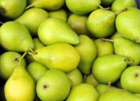 Groene peren op een boerenmarkt in Frankrijk Stockfoto