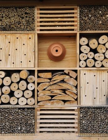 atraer: Hotel insectos. Se utiliza para atraer a los insectos insectos ben�ficos para las plantas de jard�n