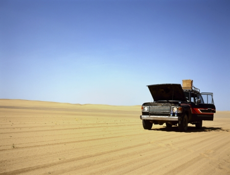 four wheel drive: Broken down four wheel drive in the middle of the desert Stock Photo