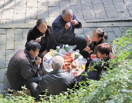 zhouzhuang: Zhouzhuang,China-November 25,2008;Chinese family enjoying a picknick in the park November 25,2008 Zhouzhuang,China Editorial