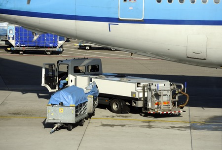 disembarking: Loading an airplane with airfreight at an airport