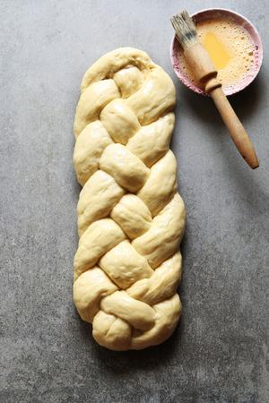 dough: Trenzada masa de pan jal� Foto de archivo