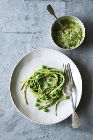 zucchini: Zucchini noodles with pesto and green peas
