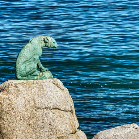 The bronze leopard of Hout Bay was sculptured by Ivan Mitford-Barberton, who, after creating it, donated it to the Hout Bay community. Completed in 1963, weighing in at 295 kgs, the statue was placed on its rocky pedestal on the 14th of March 1963 by the Divisional Council.