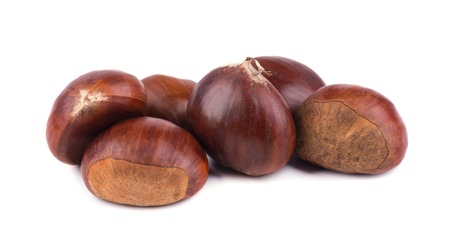 Fresh chestnuts isolated on white background. Hippocastanum isolated. Chestnut with clipping path Standard-Bild
