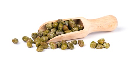 Capers in wooden spoon isolated on white background. Pickled capers. Canned capers. Banque d'images