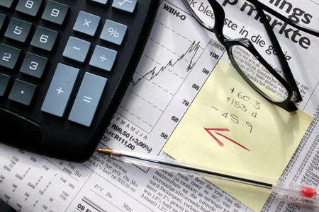 sumas: Papeler�a y Oficina de espect�culos en un peri�dico de negocios