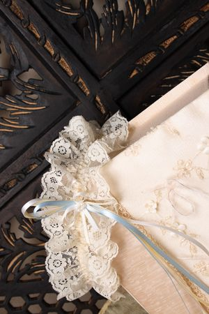 jewellery box: Cream Colored Jewellery box and bridal garter