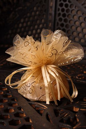 favour: Wedding Favour gift back with a red rose