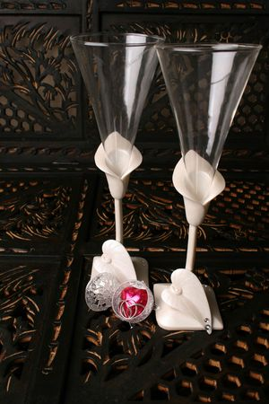 Decorated long stem glasses with a chocolate heart and rings Stock fotó