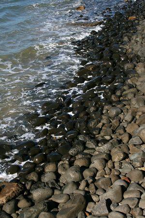 ebb: Połowa suchej pół mokre Kamyczki wodą przypływ i odpływ morza