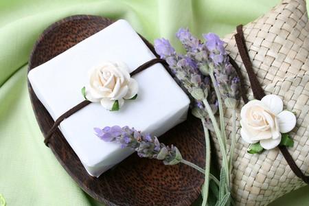 bolsita: Jabonera con jab�n de regalo y decoraci�n bolsa Foto de archivo