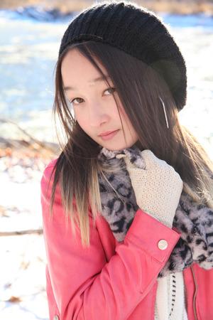 cute teen girl: Девочка-подросток на улице в холодную день зимы Фото со стока