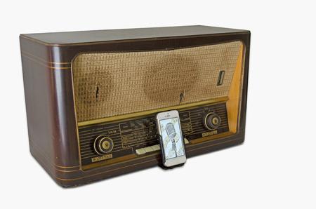 newage: Vintage Radio SmartPhone