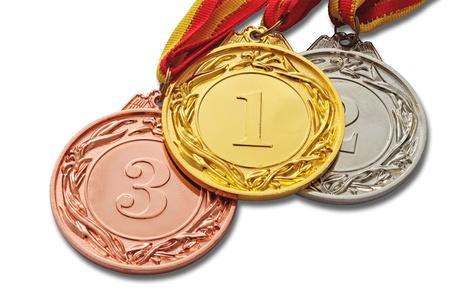 Medallas de oro, plata y bronce aislado sobre fondo blanco