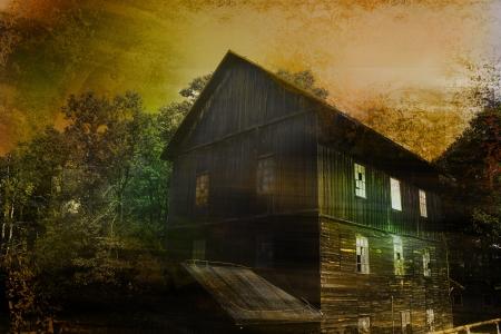 жуткий: Заброшенный жуткий дом в текстурированный фон Фото со стока