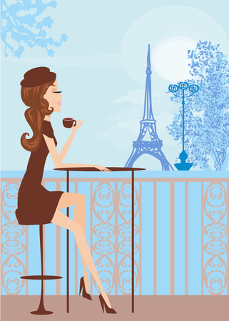 Jolie fille dans le café parisien