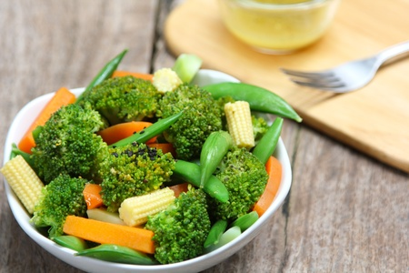 tout: Broccoli salad with carrot ,baby corn and snap pea