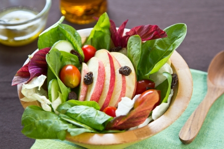 raisins: Apple and spinach salad