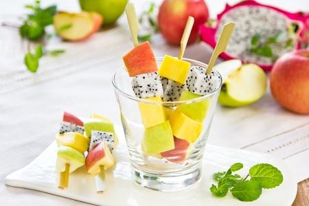 brochetas de frutas: Ensalada de frutas [brocheta de frutas ensalada de] Foto de archivo