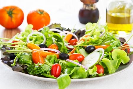ensalada de verduras: Ensalada de verduras frescas Foto de archivo
