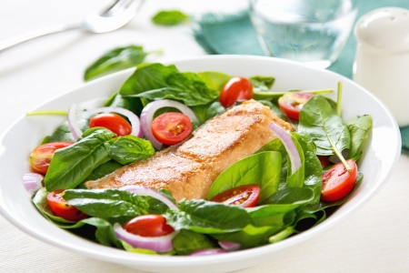 green salad: Salmon with Spinach,Cherry tomato and red onion salad