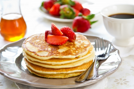 Crepe con fresas frescas y miel