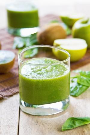 licuados de frutas: Espinacas con manzana y kiwi smoothie