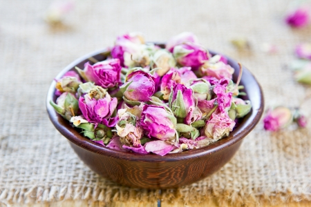 rose bud: Essiccati germoglio che vengono utilizzati per il t�, la cucina, estetica e decorazione di rosa Archivio Fotografico