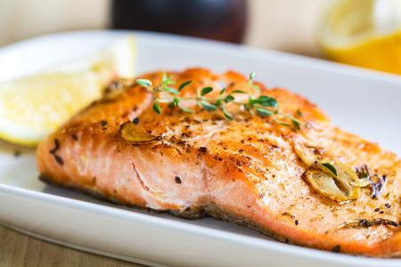 garlic: Salmón a la plancha con ajo y hierbas de limón
