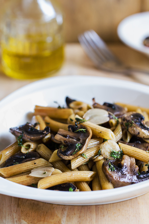 button mushroom: Penne with button mushroom and herb sauce