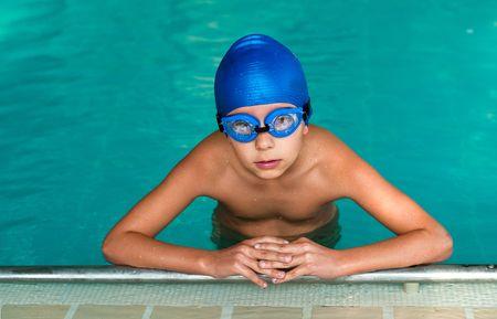 natation: Nadador chico listo para una lección