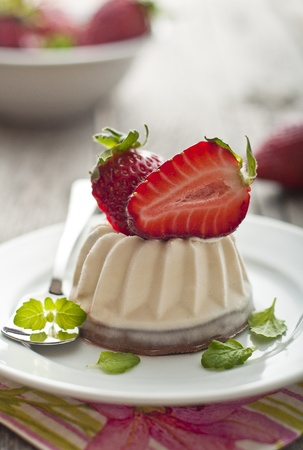 Ice cream cake with strawberry and mint Stock Photo - 13108412