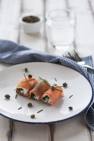 salmon ahumado: Rollitos de salmón ahumado con queso