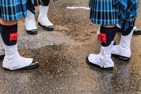 gaita: Jugador de la gaita escocesa en faldas escocesas y Polainas Foto de archivo