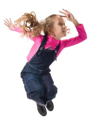 enfants dansant: Saut heureuse jeune fille
