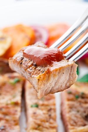 おいしいステーキ フォークの上の部分 写真素材