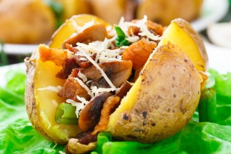 jacket potato: Delicious baked potato with bacon and mushrooms Stock Photo