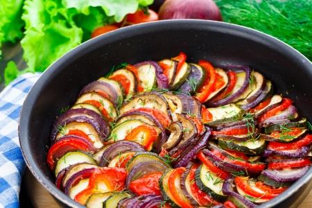 Heerlijk vers gekookte ratatouille in een pan