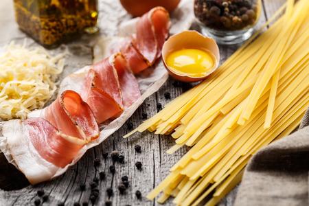 Ingrediënten voor pasta carbonara Stockfoto