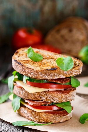 ham cheese: S�ndwich de jam�n, queso y verduras