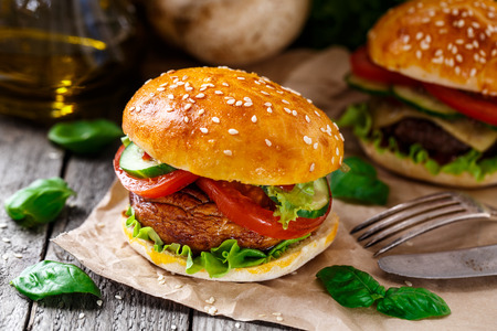 button mushroom: Vegetarian burger