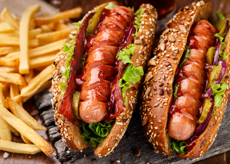 perro caliente: Barbecue grilled hot dog with french fries Foto de archivo
